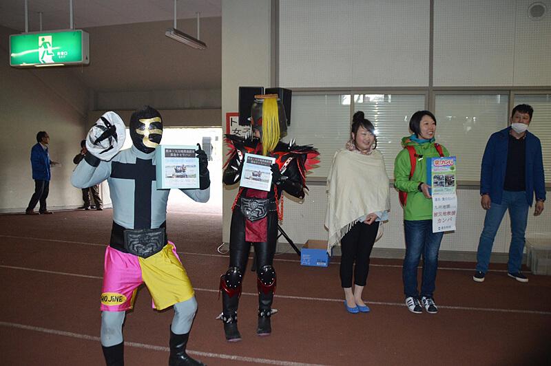 写真:九州地震災害に対する「救援カンパ」の様子05